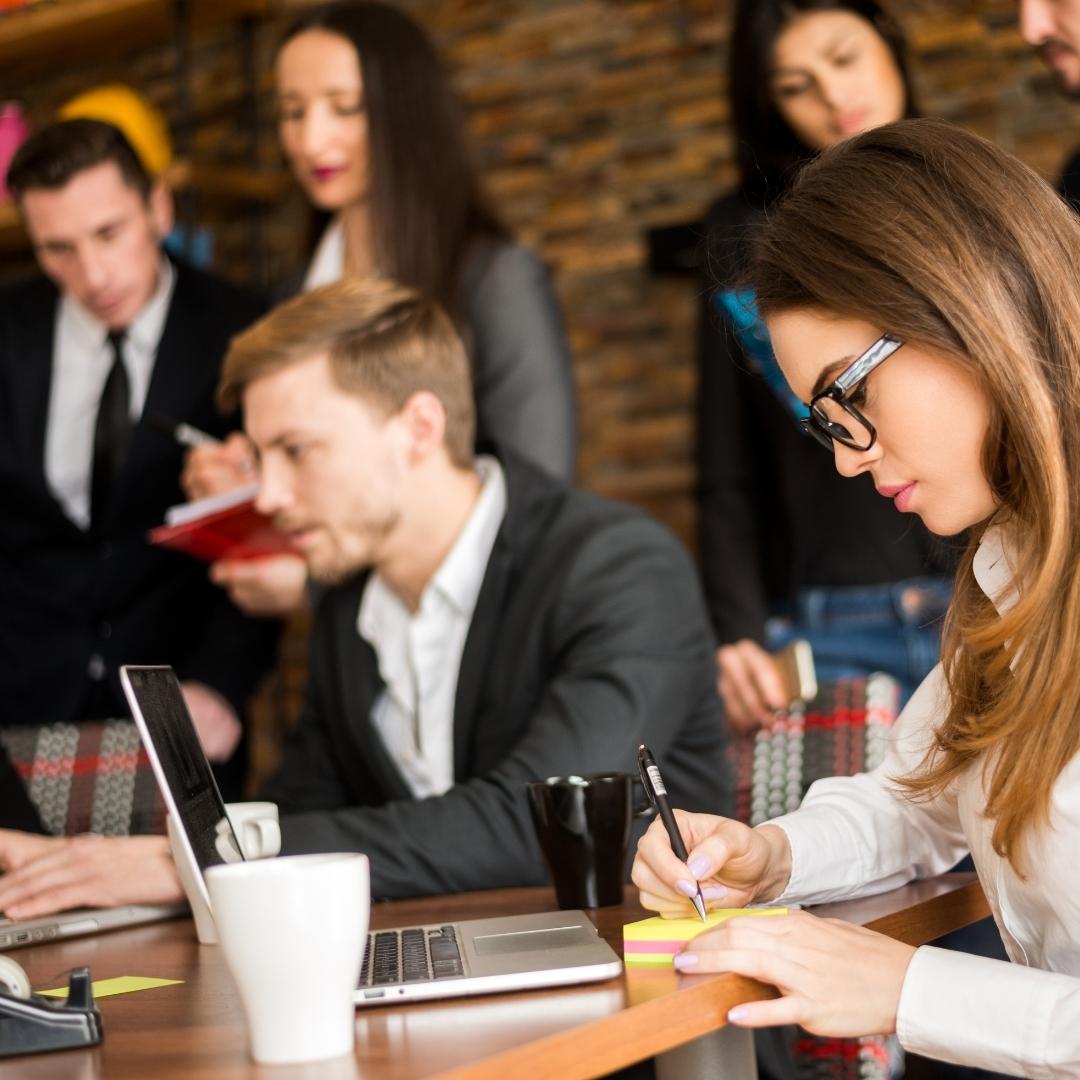 8 GRANDES vantagens de contratar uma agência de marketing digital.